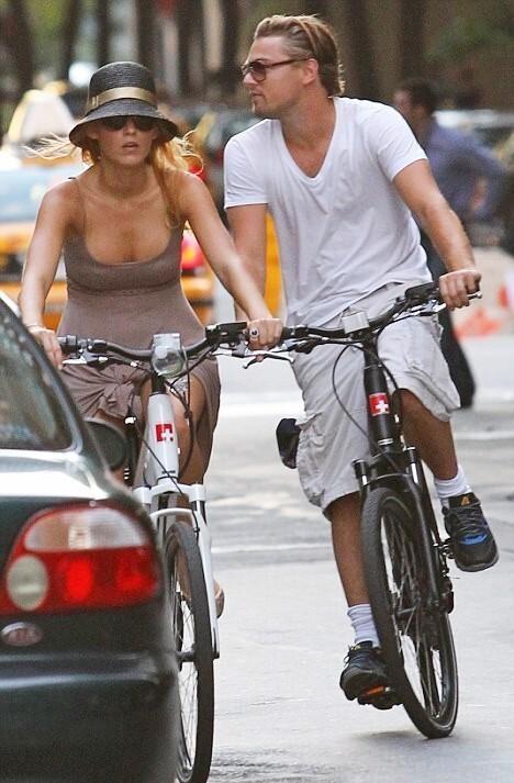 Блэйк Лайвли и Леонардо ДиКаприо вместе катаются на велосипедах