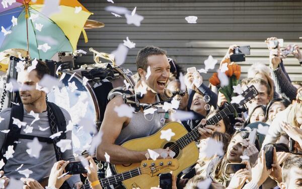 Новый клип группы Coldplay - A Sky Full Of Stars