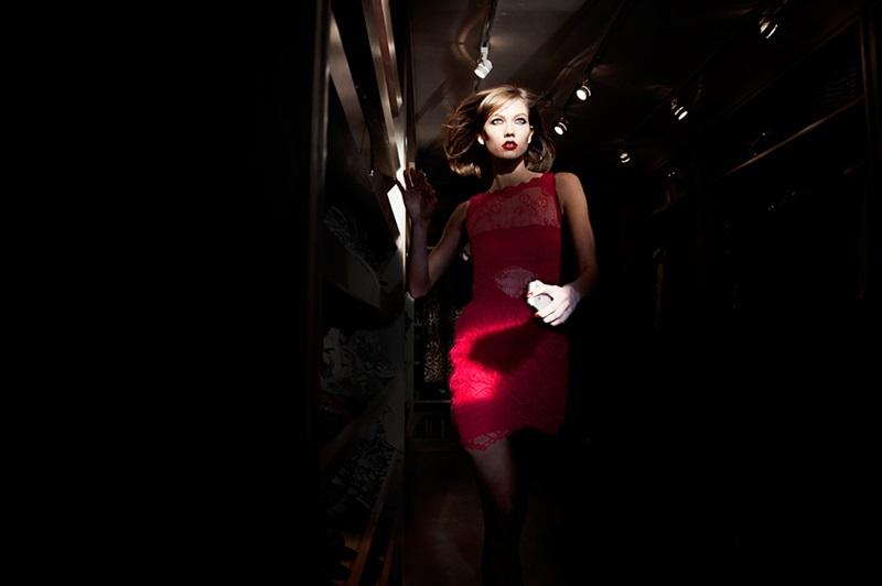Карли Клосс в рекламном ролике Tamara Mellon