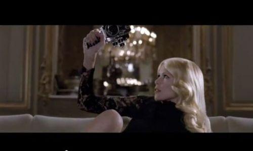 Клаудиа Шиффер и Даутцен Крез в рекламном ролике L'Oreal Preference