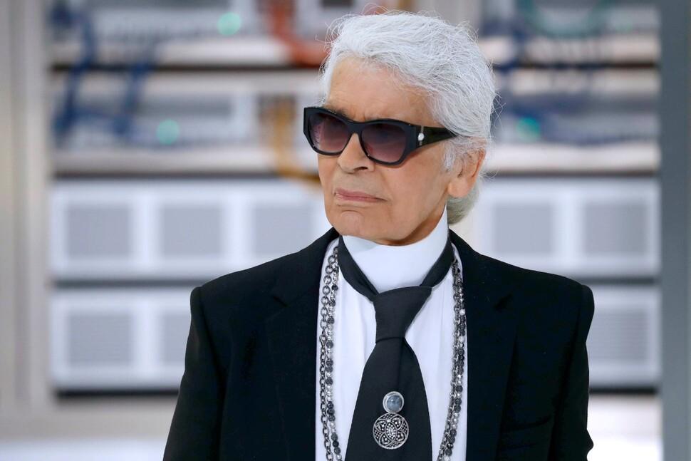 Легендарный модельер Карл Лагерфельд умер в возрасте 85 лет