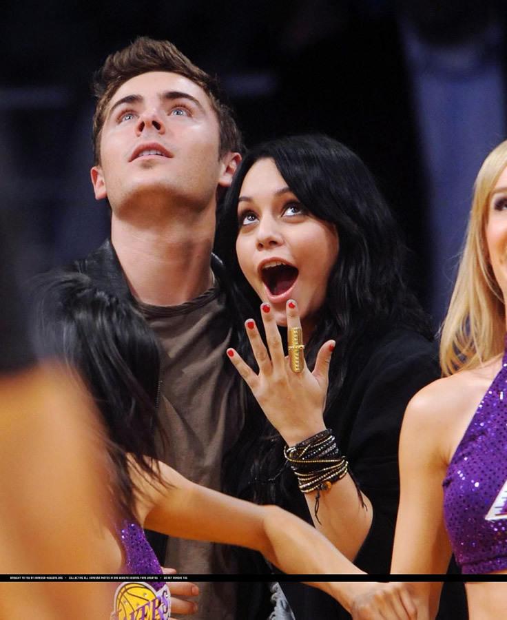 Зак Эфрон и Ванесса Хадженс на игре  Lakers