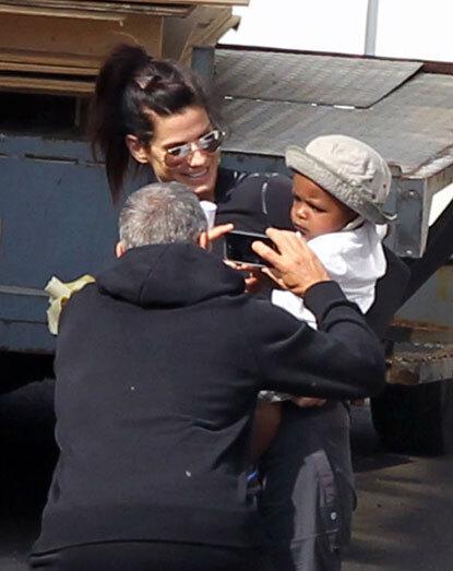 Сандра Буллок, Луи и Джордж Клуни на площадке фильма «Гравитация»