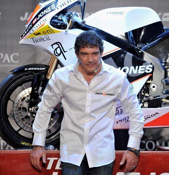 Антонио Бандерас стал спонсором мотокоманды Jack Jones