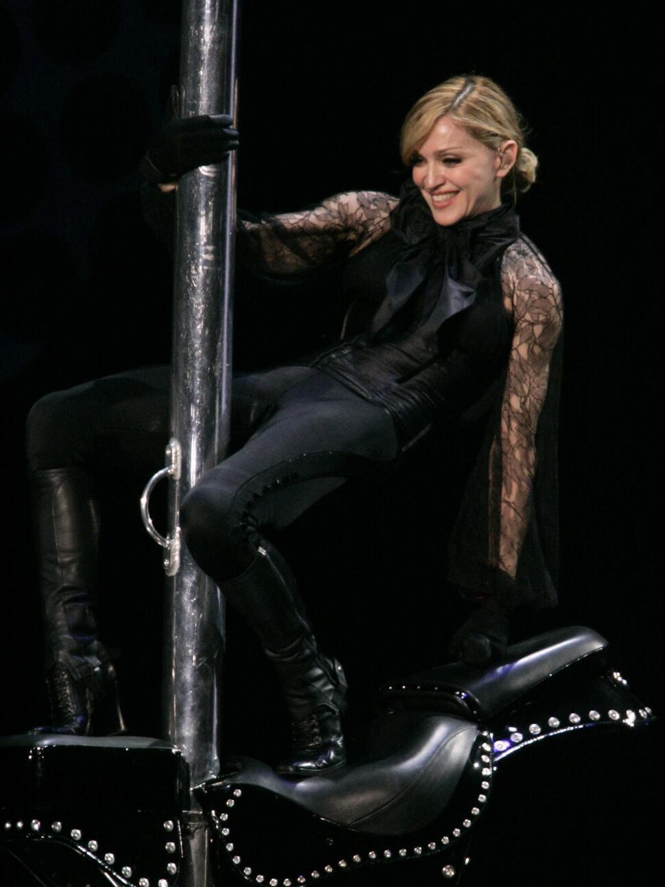 Жан-Поль Готье сшил концертный костюм для Мадонны