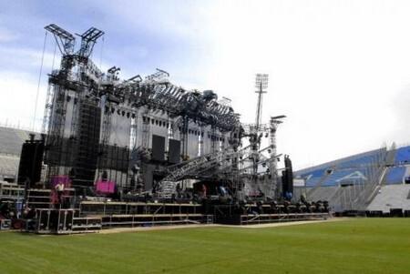 Во Франции обрушилась сцена для Мадонны