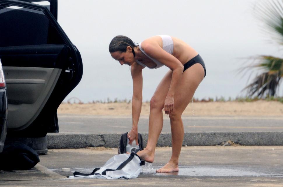 Хелен Хант после пляжной прогулки
