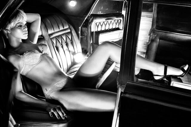 Рианна в рекламной кампании нижнего белья Emporio Armani