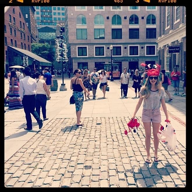 Звезды в социальных сетях: Розовая маска Lady GaGa и футбольное будущее Сильвестра Сталлоне