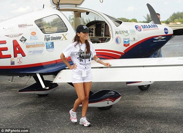 Ева Лонгория помогает детям Майами