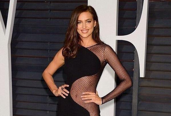 Ирина Шейк появилась на вечеринке в честь «Оскара» без нижнего белья