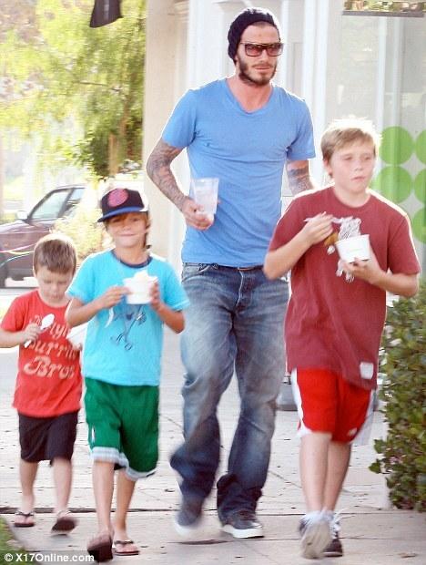 Дэвид Бэкхем с сыновьями