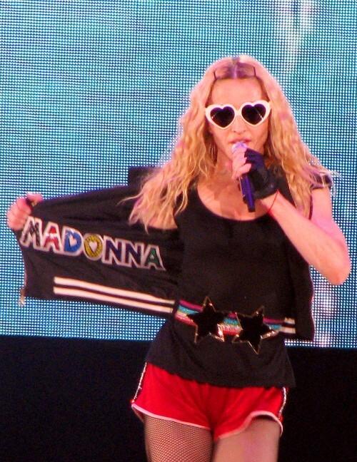 Мадонне угрожают