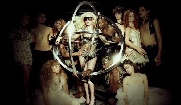 Видео: Музыка Lady Gaga теперь звучит с колокольни