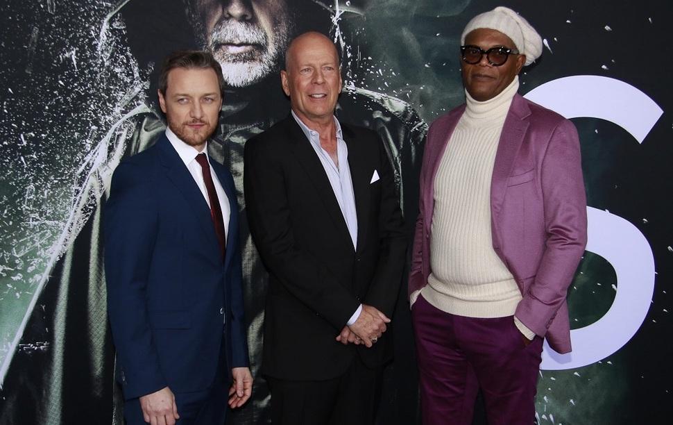 Боевая троица: Джеймс МакЭвой, Брюс Уиллис и Сэмюэл Л Джексон на премьере «Стекла» в Нью-Йорке
