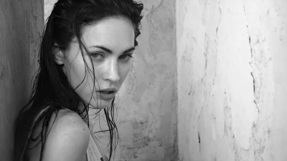 Видео: Меган Фокс на съемках для Armani