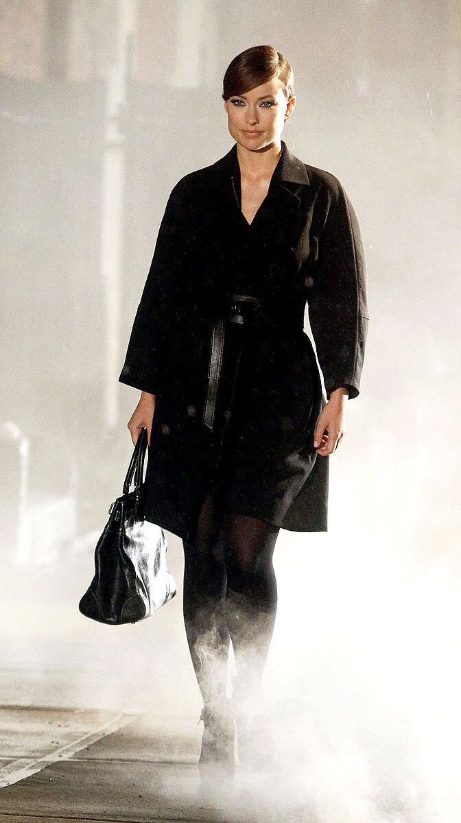 Оливия Уайлд снялась в рекламном ролике Revlon
