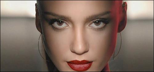 Джессика Альба в рекламе помады Revlon