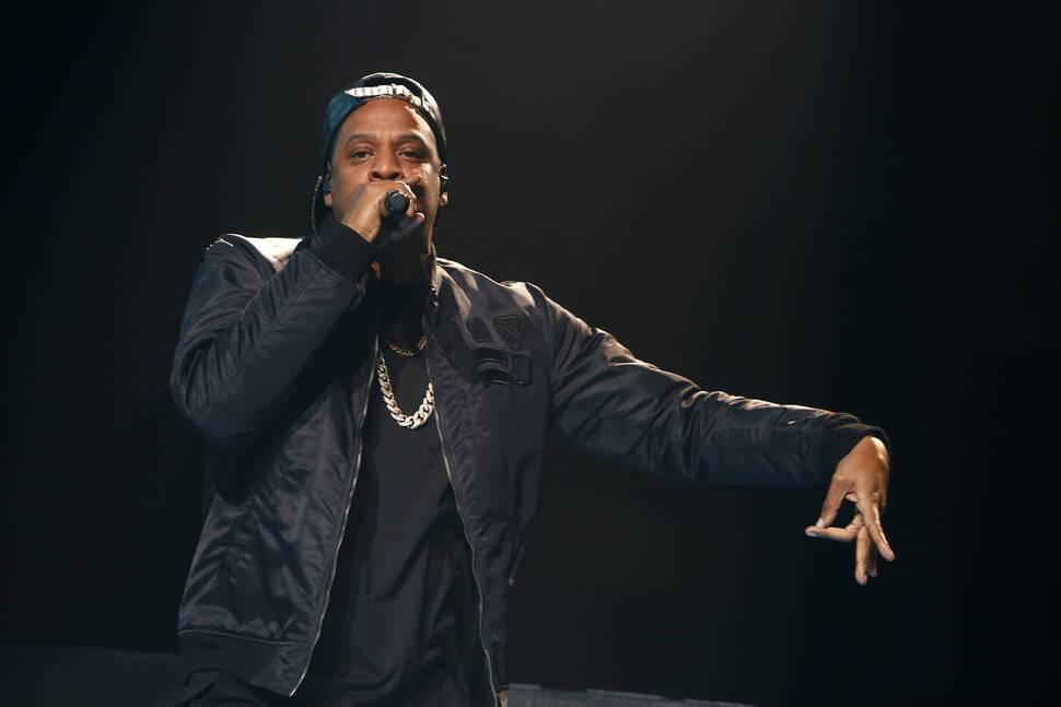 Jay Z разделил сцену с юным фанатом