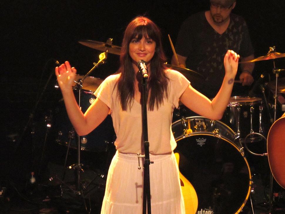 Видео: Лейтон Мистер спела на концерте Troubador