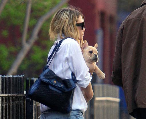 Эшли Олсен и ее очаровательный щенок