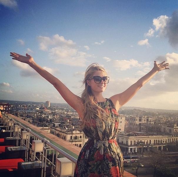 Звезды в социальных сетях: Келлан Латс вспоминает детство, а Нина Добрев не может расстаться с пижамой