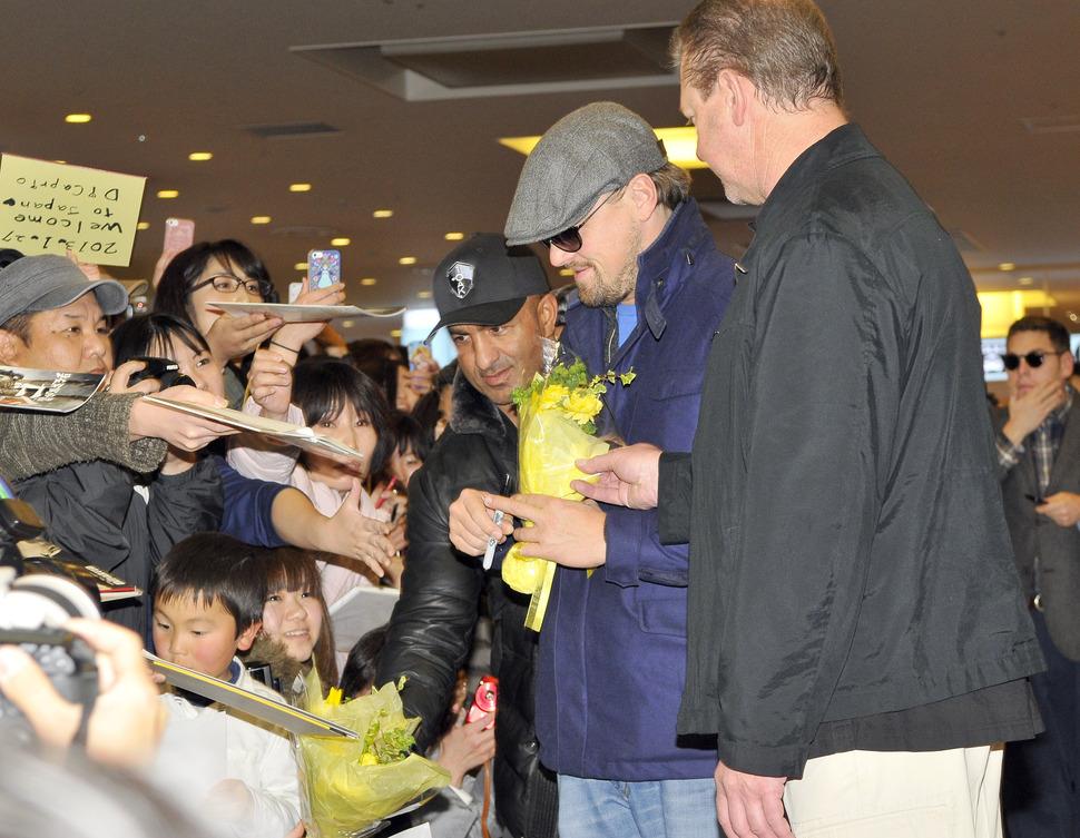 Леонардо ДиКаприо поприветсвовала толпа японских фанатов
