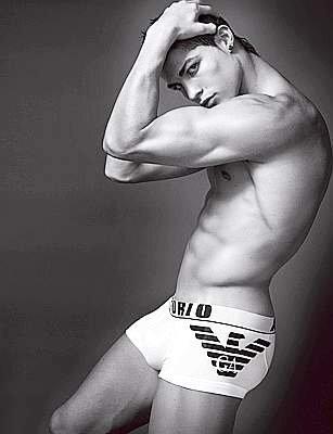 Криштиану Роналду в рекламе нижнего белья Emporio Armani. Весна/Лето 2010
