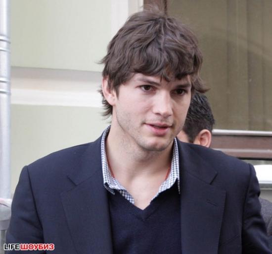 Эштон Кутчер в Москве