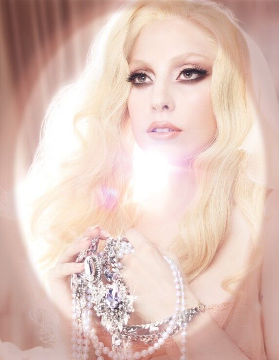 Lady GaGa в рекламном ролике MAC Viva Glam