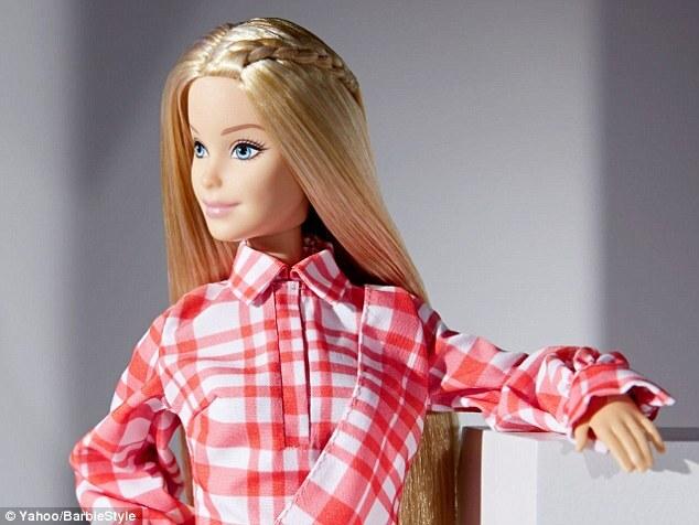 Фото: Барби обзавелась гардеробом от модных дизайнеров