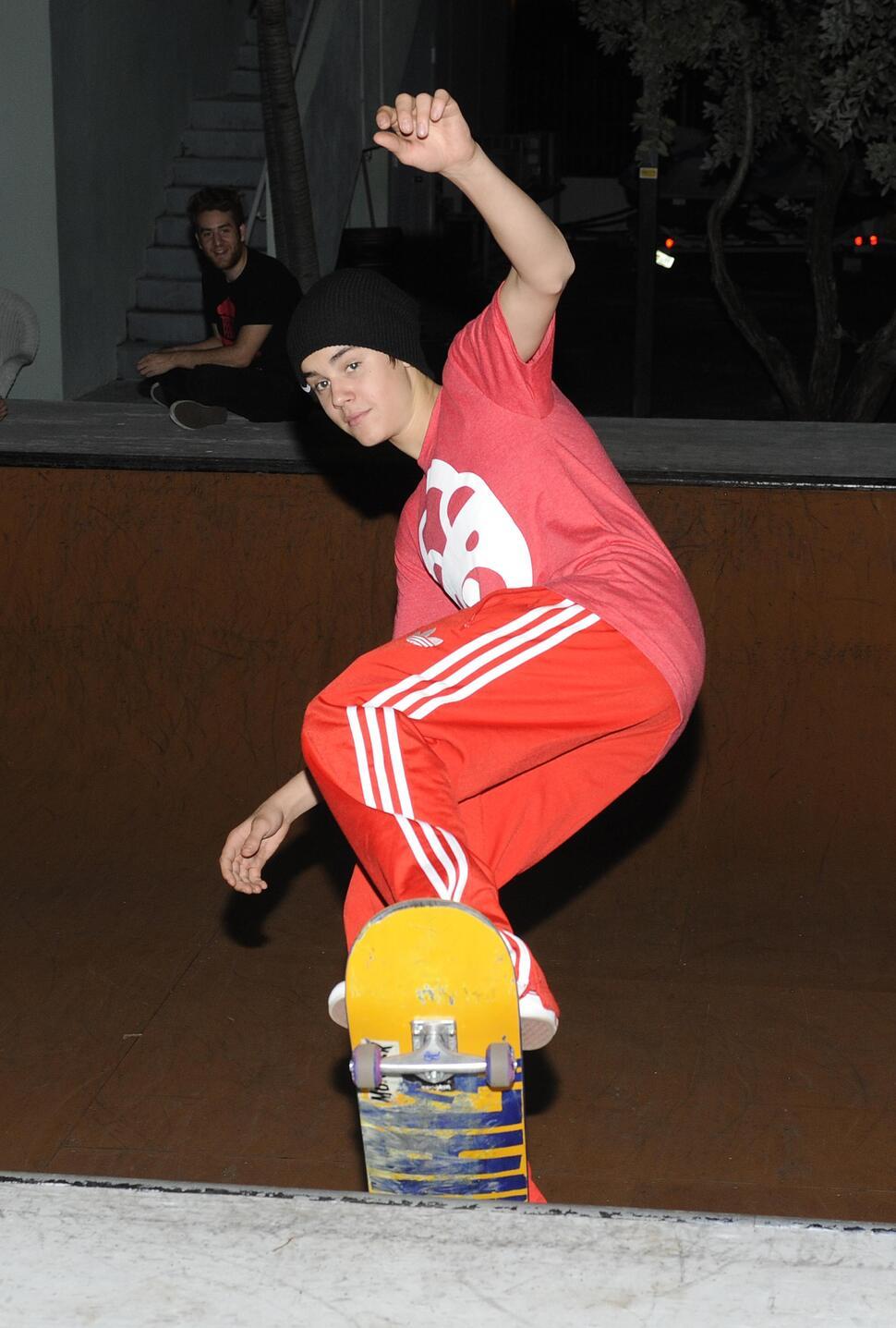 Джастин Бибер на скейтборде в Майами