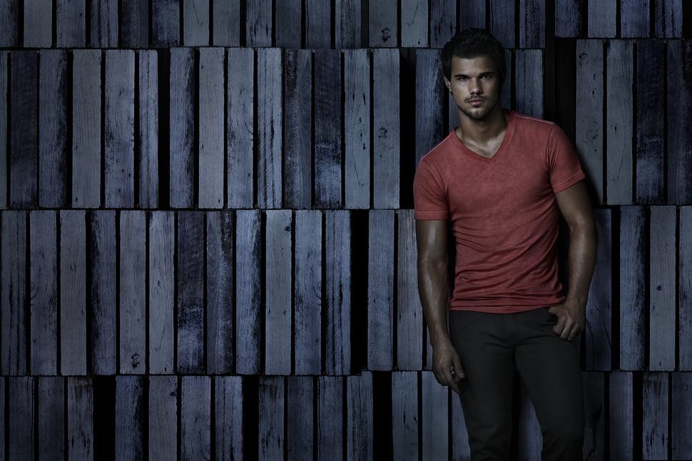 Тейлор Лотнер в рекламной кампании Bench. Весна / лето 2014