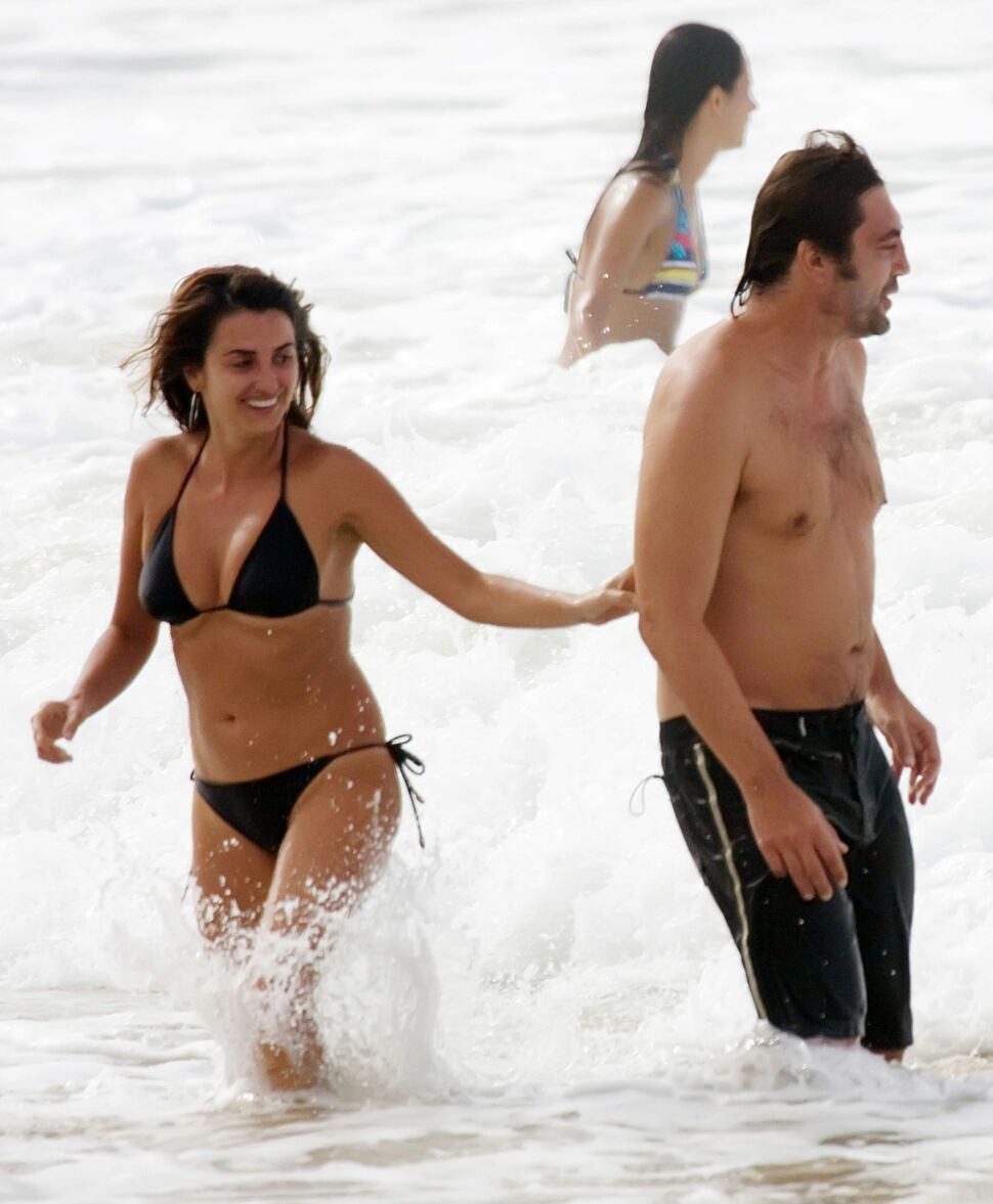 Пенелопа Крус и Хавьер Бардем на пляже в Бразилии