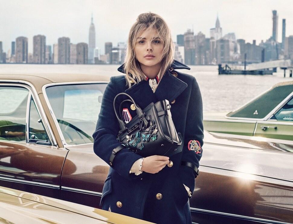 Хлоя Морец в рекламной кампании сумок Coach