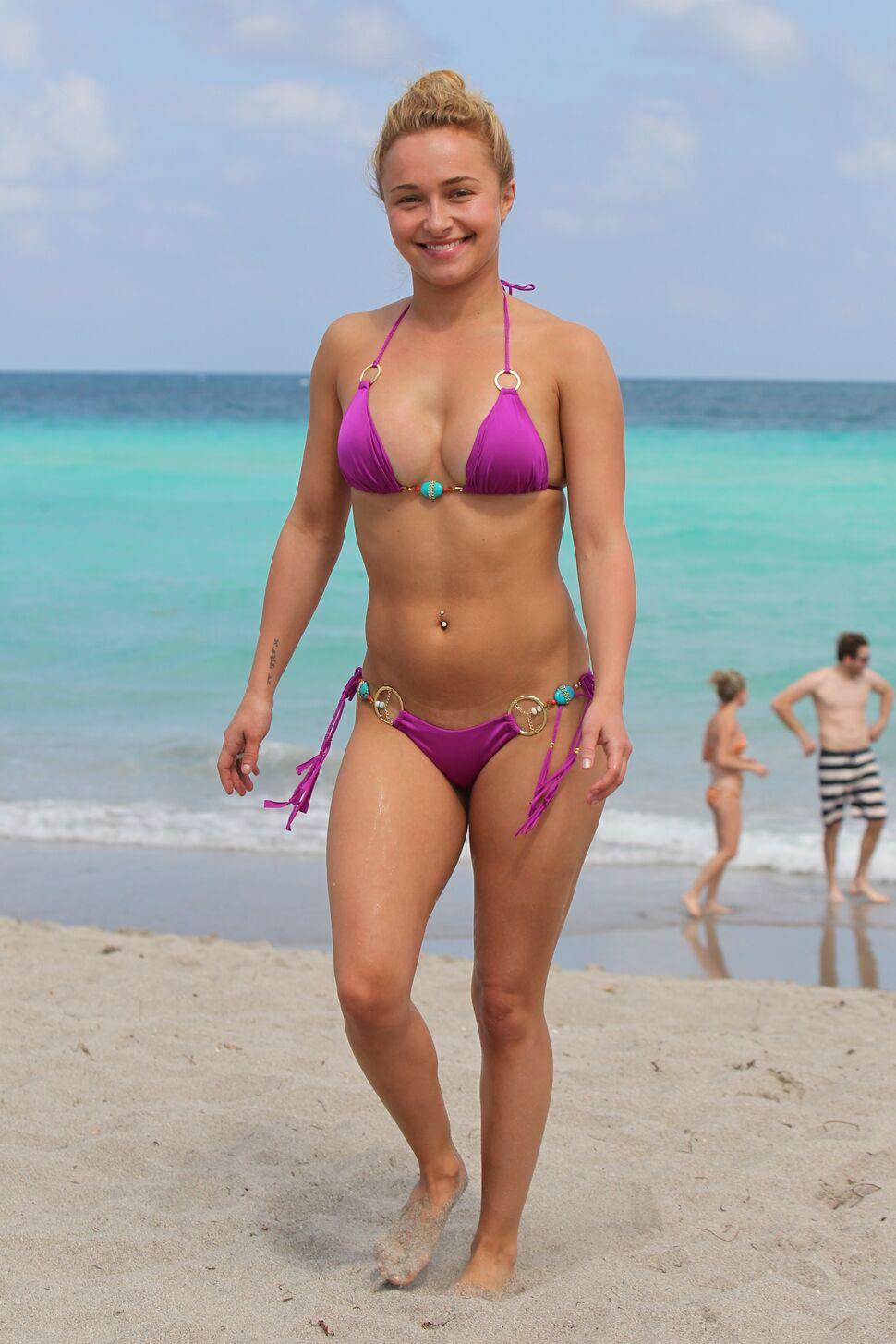 hayden-panettiere-topless-at-the-beach-take-it-easy-on-her-ass