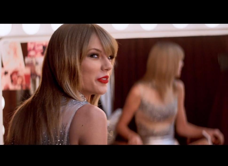 Тейлор Свифт в рекламном ролике Diet Coke