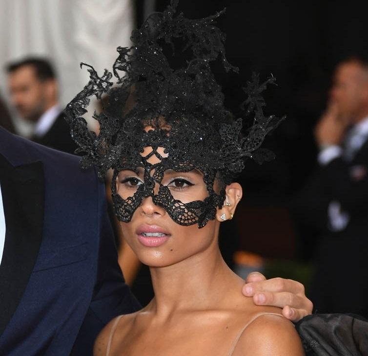 Зои Кравиц стала лицом косметики Yves Saint Laurent