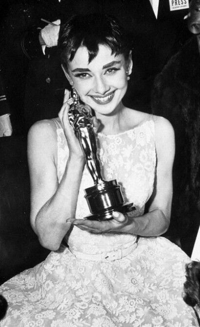 Оскаровское платье Одри Хепберн будет продано на аукционе