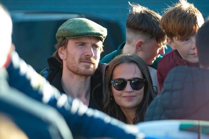 Редкий выход: Алисия Викандер и Майкл Фассбендер на отдыхе в Ирландии