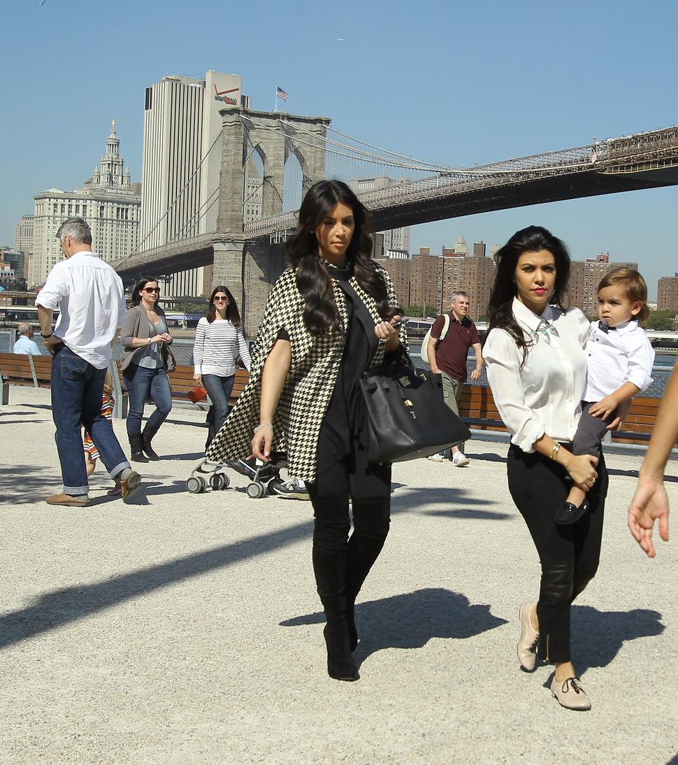 Ким Кардашиан с сестрой и племянником в Бруклине