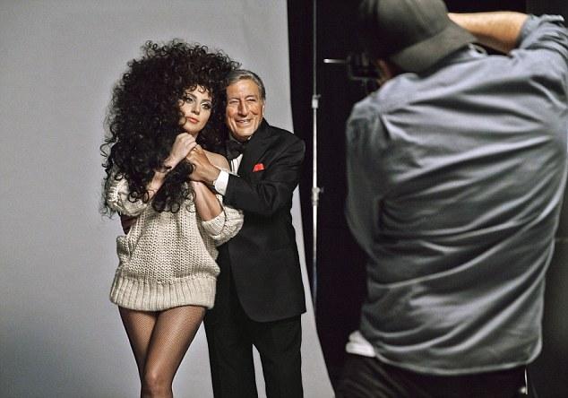 Lady GaGa и Тони Беннетт появятся в рождественской рекламной камании H&M