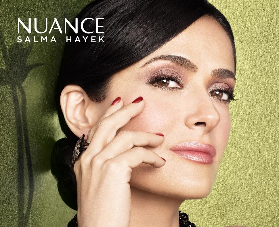 Сальма Хайек в рекламной кампании своего косметического бренда