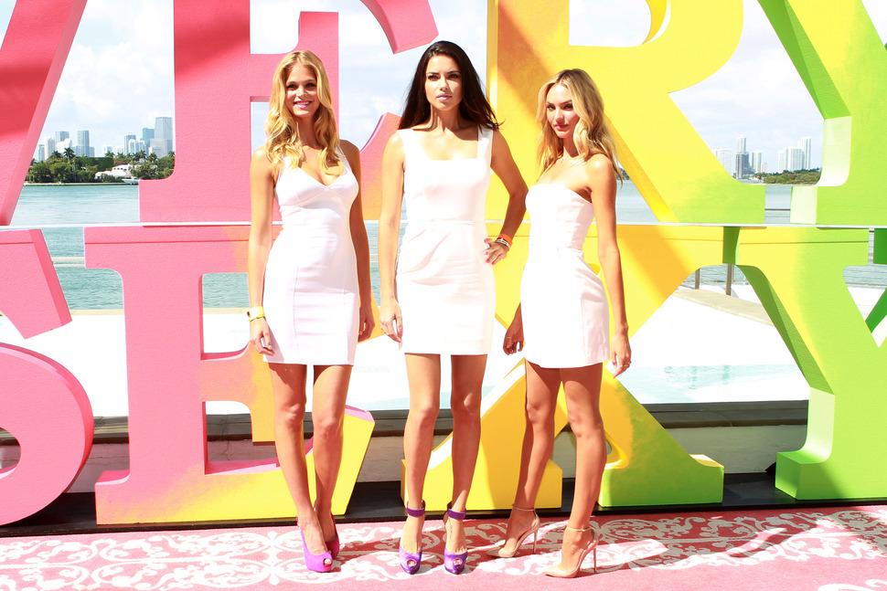 Ангелы Victoria's Secret представляют новую коллекцию Very Sexy
