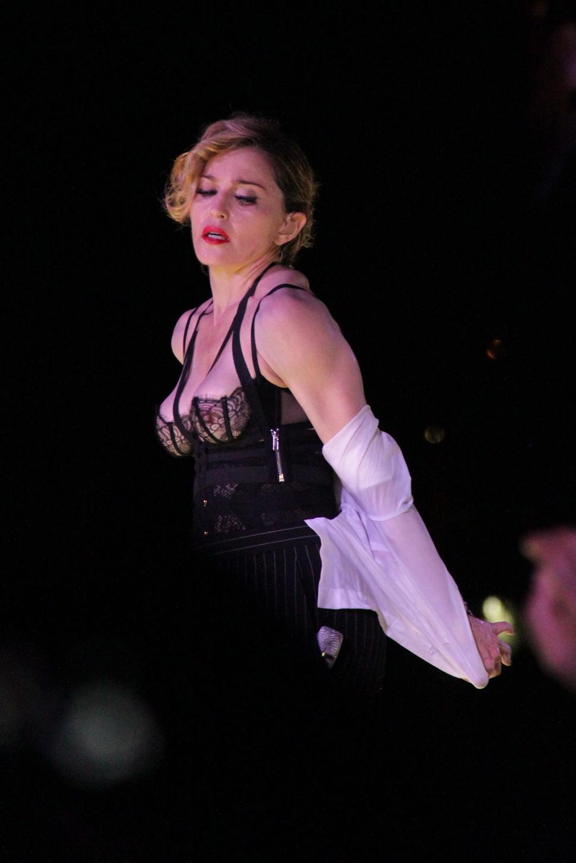 Мадонна снова отменила концерт в Австралии