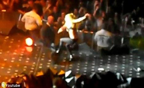Очередная неудача Lady GaGa на сцене