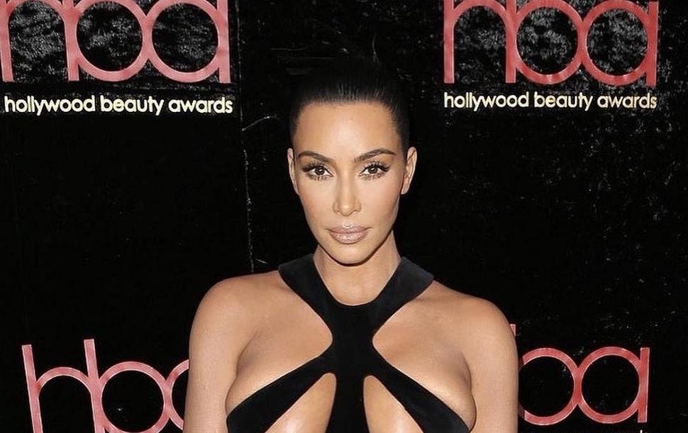 Это уже слишком: новый выход Ким Кардашьян на красную дорожку ставит рекорд вульгарности