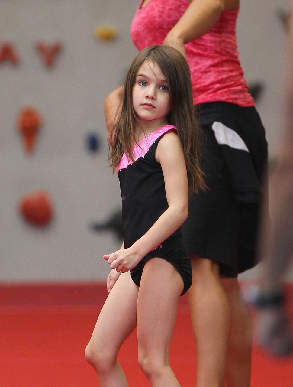 Сури Круз на занятиях гимнастикой