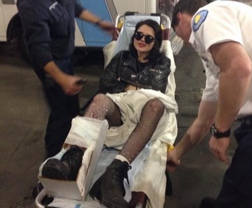 Скай Феррейра повредила ногу на выступлении с Майли Сайрус