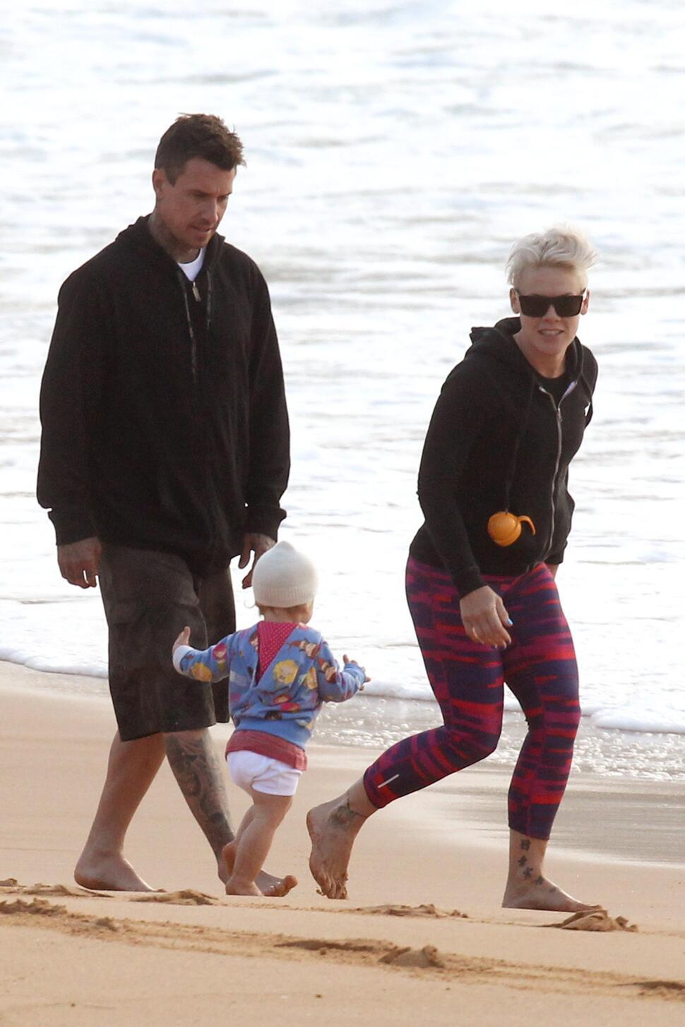 Пинк на с семьей на пляже в Сиднее